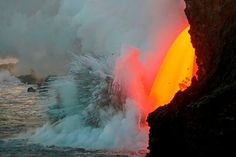 Video: Massive lava stream exploding into ocean in Hawaii | Geology IN