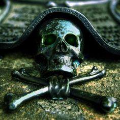 Mark of a pirate. Pirate Art, Pirate Skull, Pirate Life, Pirate Ships, Golden Age Of Piracy, Pirates Cove, Black Sails, Jolly Roger, Treasure Island