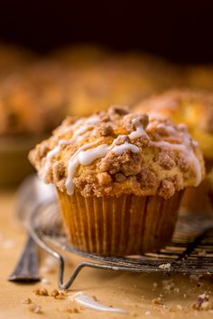 Bakery-Style Coffee Cake Muffins with Vanilla Glaze. While these bakery-style coffee cake muffins don't have any coffee in them, they're incredible enjoyed with coffee! Muffin Recipes, Brunch Recipes, Cake Recipes, Dessert Recipes, Brunch Menu, Coffee Recipes, Breakfast Recipes, Coffee Cake Muffins, Breakfast Muffins