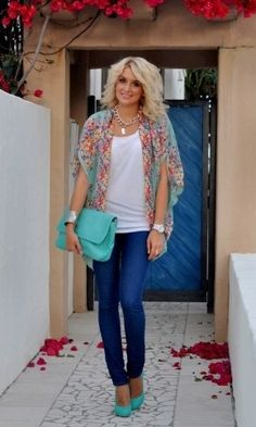 Love the turquoise bag and shoes!