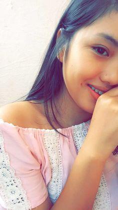 Beautiful Girl Photo, Cute Girl Photo, Girl Photo Poses, Girl Poses, Teenage Girl Photography, Girl Photography Poses, Pic Pose, Girly Pictures, Selfie Poses