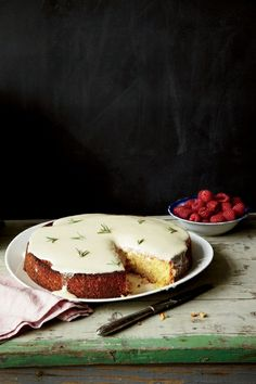 almond cake with lemon and creme fraiche glaze (Marcus Nilsson for food and wine magazine.) Anything with creme fraiche. Just Desserts, Delicious Desserts, Dessert Recipes, Yummy Food, Slow Cooker Desserts, Food Cakes, Cupcake Cakes, Cupcakes, Creme Fraiche