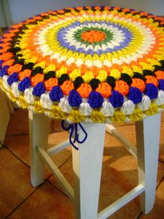 New crochet pillow cover granny color inspiration ideas Love Crochet, Crochet Granny, Crochet Yarn, Crochet Christmas Gifts, Crochet Gifts, Crochet Headband Pattern, Crochet Patterns, Stool Cover Crochet, Crochet Furniture