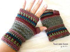 ■ 本作品はご予約品です ■ 寒い季節に活躍してくれるかわいい指先のない手袋です。手袋をしたままでも指が自由に使えてとても便利です。 ニュアンスカラーを何色か...|ハンドメイド、手作り、手仕事品の通販・販売・購入ならCreema。