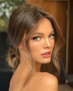 Low bun with loose curls around the face - frisuren haare hair hair long hair short Wedding Hair And Makeup, Hair Makeup, Hair Wedding, Soft Bridal Makeup, Summer Wedding Makeup, Nude Makeup, Wedding Hairstyles And Makeup, Hair To The Side Wedding, Wedding Low Buns