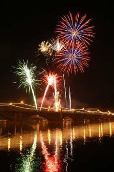 July 4th Tempe Town Lake Festival. (Note: Activities depicted in this photo may not be included in future events.)