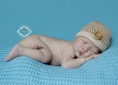 Ich biete diese handgemachte süsse Häkelmütze für Babies oder Kinder an. Ideal für die Neugeborenen oder Baby-Kinderfotografie. Erhältlich in allen Grössen und Farben. Material Baumwolle, Acryl und Holzknopf. Bitte geben Sie mir den Kopf Durchmesser des Kindes an oder das Alter in Monaten. Selbst Boutique Design, Crochet Hats, Beanie, Etsy, Trending Outfits, Unique Jewelry, Handmade Gifts, Vintage, Wordpress