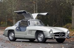 1955 MERCEDES-BENZ 300SL GULLWING SELLS FOR RECORD 4.62M