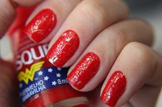 Esmalte Mulher Maravilha - Vermelho Maravilha resenha do esmalte vermelho com esmalte flocado esmalte feminino