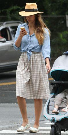 Toma nota del look de Jessica Alba para ir a la moda este otoño