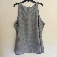 Old Navy tank Please note that this is labeled a size XXL, but fits like a size 1X in my opinion • Worn once • 100% polyester Old Navy Tops Tank Tops