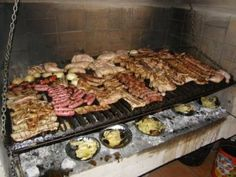 Mediterranean Barbecue Mediterranean part of the World lends it self to regular BBQ With this in mind here is a collection of different Barbecue ideas Spanish Style, Barbecue, Sausage, Food And Drink, Cooking, Spain, Videos, Inspiration, Collection
