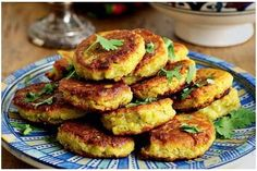 Tamia are similar to falafel, served with pita bread, salad and yogurt. Greek Recipes, Vegan Recipes, Vegan Food, Sudanese Food, Veggie Nuggets, Greek Cooking, World Recipes, Falafel, Everyday Food