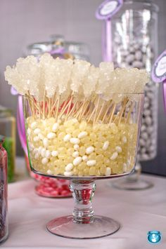 Pretty candy combination: White and cream Jelly Belly jelly beans topped with white rock candy sticks. Candy Table, Candy Buffet, Dessert Bars, Dessert Table, Rock Candy Sticks, Halloween Candy Bar, Candy Packaging, Frozen Theme Party, Sweet Sixteen Parties