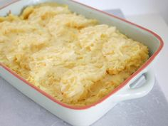 Zuurkoolschotel met ananas en rookworst - Foodaholic.nl Mashed Potatoes, Macaroni And Cheese, Ethnic Recipes, Food, Buffy, French Fries, Pineapple, Whipped Potatoes, Mac And Cheese