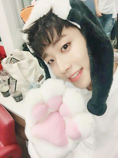 MJ 엠제이 || Kim Myungjun 김명준 || Astro || 1994 || 175cm || Main Vocal