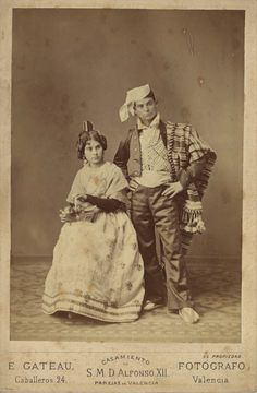 1878 valencians couple Spanish People, New Pins, Vintage Flowers, Old Photos, Cover Art, Mystery, Spain, In This Moment, Black And White