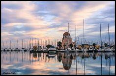 La Capitainerie de Gruissan et ses reflets dans le port par Nathalie Aude Languedoc France Sud