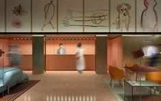 Room Mate Giulia, the design hotel by Patricia Urquiola Lobby Interior, Decor Interior Design, Colour Blocking Interior, Lux Hotels, Theme Hotel, Milan Hotel, Patricia Urquiola, Interior Concept, Hotel Interiors