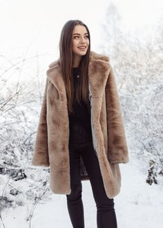 Astonishing camel faux fur coat is very stylish and super warm alternative for the winter time. Long Faux Fur Coat, Fake Fur, Winter Time, Camel, What To Wear, Alternative, Warm, Stylish, Editorial