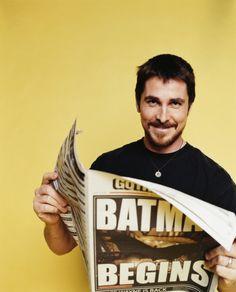 """Christian Bale en una foto promocional para """"Batman Begins"""", 2005"""