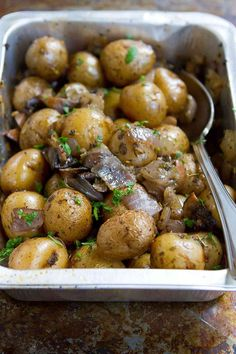 Grilled Potatoes with Rosemary Mushrooms and Onions…It is amazing how flavorful something so simple can be! 80 calories and 2 Weight Watchers Freestyle SP Potato Recipes, Veggie Recipes, Vegetarian Recipes, Healthy Recipes, Healthy Sides, Healthy Side Dishes, Veggie Dishes, Braciole Recipe, Rosemary Roasted Potatoes