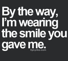 O meu sorriso é teu É tua a alma e teu o corpo Na melodia doce Das tuas palavras Entrego a ternura No teu bem querer Amor despido Sem regras Convenções Falso pudor Apenas nós Z@rya
