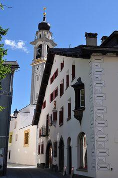 Maison engadinoise, Samedan, district de Maloja, Engadine, canton des Grisons, Suisse. Switzerland, Europe, Memories, Explore, Building, Places, Travel, Beautiful, Houses