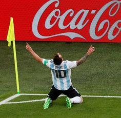 Lionel Messi festejando su gol ante Nigeria en el Mundial de Rusia 2018 #messi #rusia2018 #worldcup #futbol #football #soccer Messi And Neymar, Messi 10, Rugby, Messi Argentina, Leonel Messi, Best Duos, Soccer Players, Fc Barcelona, Cristiano Ronaldo