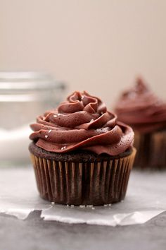 Salted Chocolate Stout Cupcakes. Chocolate stout and salted buttercream bring these cupcakes to a whole new level. #chocolate #cupcakerecipes http://thecupcakedailyblog.com/salted-chocolate-stout-cupcakes/