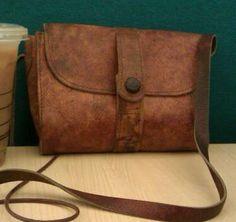 http://twitter.yfrog.com/oegpcqzzj I Love my Vintage leather bag!