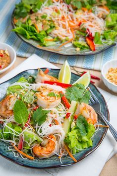 Doesn't this look amazing? Vietnamese Summer Roll Salad via Closet Cooking fresh protein healthy delicious summer recipes ; Think Food, I Love Food, Good Food, Yummy Food, Vietnamese Summer Rolls, Vietnamese Food, Vietnamese Recipes, Seafood Recipes, Cooking Recipes