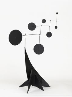 Alexander Calder, Performing Seal, 1950. Sheet metal, steel wire and color. Foto: © 2013 Calder Foundation, New York / Artists Rights Society (ARS), New York Foto: Nathan Keay. / Art Blart