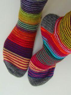 Lankaterapiaa: Ylläripylläri Wool Socks, My Socks, Fair Isle Knitting, Knitting Socks, Crochet Woman, Knit Crochet, How To Purl Knit, Mittens, Knitting Patterns