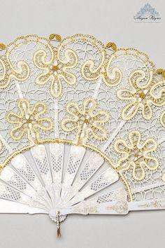 Кружевной веер Незнакомка коклюшечное кружево от MadamKruje Bobbin Lace Patterns, Lacemaking, Lace Heart, Point Lace, Lace Jewelry, Embroidery Needles, Metallic Thread, Simple Art, Irish Crochet