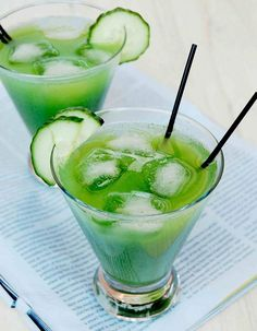 Cucumber-Cilantro Margaritas - slices cucumber Small handful fresh cilantro to of a cup, loosely packed) 1 to 2 shots silver tequila 1 shot triple sec 1 shot fresh lime juice Blend. Serve over ice Margarita Day, Margarita Recipes, Cucumber Margarita, Mojito, Margarita Flavors, Cocktail Margarita, Cucumber Drink, Skinny Margarita, Cocktail Fruit