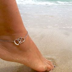 Love & be loved with this beautiful and meaningful anklet.
