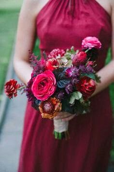 Love this bold use of color for a winter wedding!
