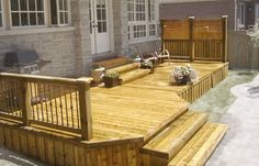 Simple deck design. I would like this one on the front of my house!