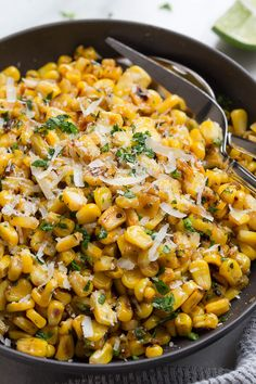 Grilled Corn with Garlic and Parmesan Cheese – Enjoy the addictive flavor of grilled corn anytime you want with this spicy cheesy grilled corn recipe. - Grilled Corn with Garlic and Parmesan Cheese Canned Corn Recipes, Yummy Recipes, Side Dish Recipes, Vegetarian Recipes, Cooking Recipes, Healthy Recipes, Recipes With Corn, Vegetarian Grilling, Frozen Corn Recipes