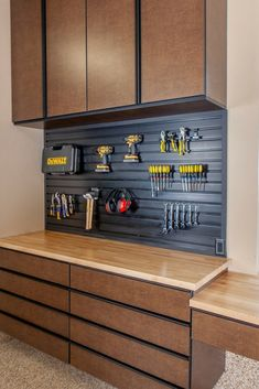 Garage Storage is a pain. It's hard to find solutions built for the garage that actually do what you need them to do. Our sturdy garage cabinets come in a variety of colors, configurations and sizes to accommodate most spaces. Garage House, Man Cave Garage, Dream Garage, Plan Garage, Diy Garage, Garage Bar, Garage Storage Cabinets, Garage Organization, Storage Shed Kits