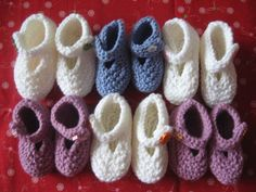 Items similar to Baby Booties white - green button months) on Etsy Baby Booties, Baby Shoes, Green Button, Knits, Booty, Knitting, Trending Outfits, Unique Jewelry, Handmade Gifts