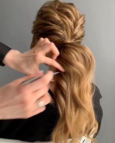 Amazing Wedding Hairstyles Ideas For Amazing wedding updo hairstyles ideas Wedding hair patterns, much the same as . Ponytail Hairstyles Tutorial, Wedding Hairstyles Tutorial, Cool Hairstyles, Messy Ponytail Tutorial, Wedding Ponytail Hairstyles, Wedding Hairstyles For Girls, Formal Hairstyles For Long Hair, Hairstyles Videos, Diy Wedding Hair
