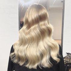 ☁️Dreamy creamy balayage☁️ #colour by @kirbyrichardz she did a mixture of…