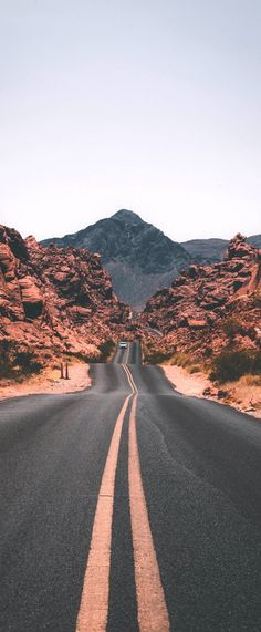 Best Road Trips From Chicago For The Explorer! 12 best road trips from Chicago: Take these roads from Chicago and reach beautiful destinations within 200 miles. Check the distances, time needed to reach and trip ideas for your road trips. Road Trip Packing List, Us Road Trip, Road Trip Essentials, Arizona Road Trip, Day Trips From Seattle, State Parks, Travel Photographie, Road Trip Photography, Photography Ideas