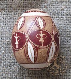 """<div class=""""i_desc"""">дряпанка, яйце куряче, аніліновий i натуральний (цибулиння) барвники, за трипільськими мотивами</div>"""