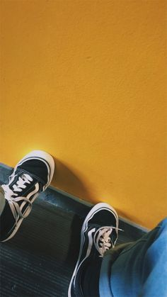 Uploaded by 𝓐𝔂𝓮𝓼𝓱𝓪 𝓣𝓪𝓻𝓲𝓺. Find images and videos about grunge, aesthetic and yellow on We Heart It - the app to get lost in what you love. 90s Aesthetic, Aesthetic Photo, Aesthetic Pictures, Duke Thomas, Yellow Theme, Happy Colors, Mellow Yellow, Aesthetic Wallpapers, Vikings