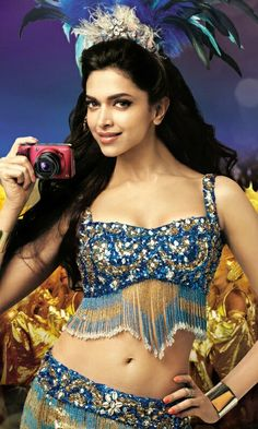 mobile wallpapers of Deepika Indian Bollywood, Bollywood Fashion, Bollywood Actress, Indian Film Actress, Indian Actresses, Deepika Padukone Hot, Actress Navel, Perfect Selfie, White Saree