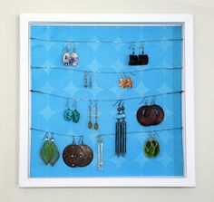 Jewelry Organizer 36 Awesome Ideas of DIY Wall Jewelry Organizers - There is no woman or girl who didn`t love jewelry. It is good to have a lot jewelry but it is better if you know every time where is your favorite pair of Diy Jewelry Holder, Jewelry Organizer Wall, Jewelry Organization, Jewelry Storage, Jewelry Box, Jewelery, Cadre Diy, Mur Diy, Diy Shadow Box