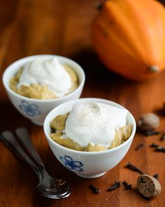 Get into the fall spirit by whipping up @ericalea's Pumpkin Pie Pudding. Isn't this gorgeous?! /ES